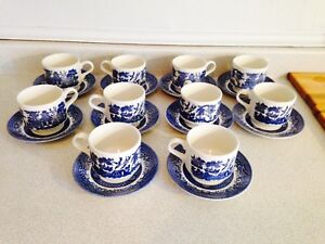 Set Of 8 Vintage Blue Willow Cups & Saucers
