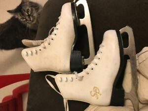 Girls ccm skates