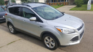 2014 escape,AWD, only 26000km, loaded