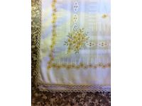 ROUND TABLECLOTH WHITE WITH BROWN FLORAL & 8 MATCHING COTTON NAPKINS (New)