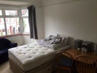 I have a large double room in a flat share for single, in Mortlake available.
