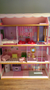 Maison de Barbie de 3 étages
