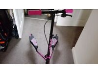 kids scooter good condition age 5+ black and pink