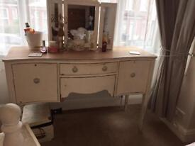 Shabby Chic distressed cream dressing table