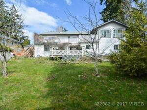 Large 3 bedroom upper duplex w/ ocean & mtn views
