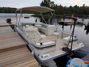 Boat rentals available for you Land of Lakes area call us today