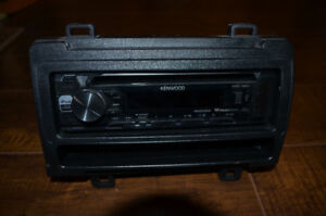Kenwood KDC165U - CD Receiver with front USB & AUX inputs