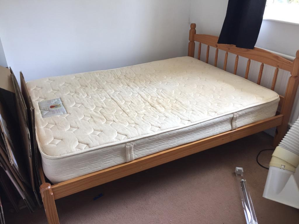 Wooden bed frame with / without matress