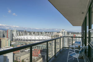 Yaletown Penthouse! This rarely available show suite penthouse