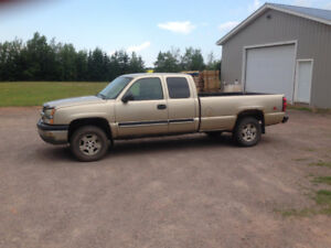 2004 Chevrolet Silverado 1500 Extended Cab Pickup Truck 4X4