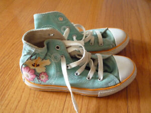 Girl's Converse - size 1