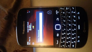BLACKBERRY BOLD 9900 8GB UNLOCKED GOOD CONDITION WITH CHARGER. 5