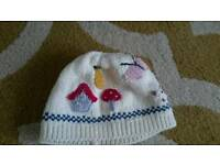 GIRLS HAT 3-6 MONTHS