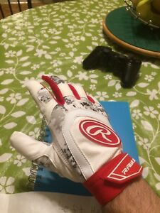 Left handed Rawlings Batting Glove (LARGE)