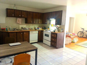 Great Location! Male and Female Welcome! August ready to move in