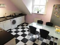 Upper Flat. Large Kitchen, 2 Double Bedrooms, Residential Parking, Secure Entry, NO Factoring Fee