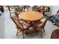 Round table and 4 chairs can deliver 07808222995