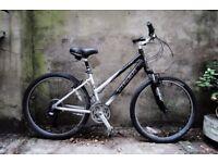 TREK NAVIGATOR 100, 16.5 inch, 42 cm, ladies womens commuter bike with hybrid road wheels, 21 speed