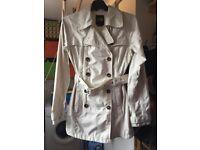 Ladies North Face Maya Waterproof Jacket in Cream (XS/8)