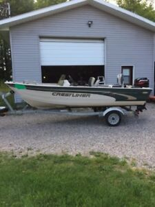 14' CRESTLINER WITH 25HP MERCURY MOTOR AND TRAILER