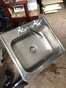 Kitchen Sink with Fauset and Soap Dispenser