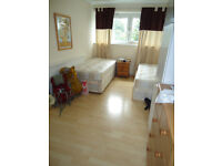 twin room in a newly decoreted flat, in Putney, for two friend or a couple *** no extra ***