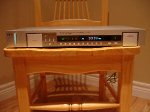 Vintage AKAI AM/FM tuner model AT-561