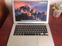 Apple MacBook Air 13-inch Laptop (Intel Core i5 1.8GHz, 4GB RAM 256 SSD