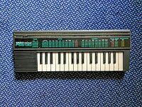 YAMAHA PortaSound PSS-130 portable (32 mini keys) electronic keyboard