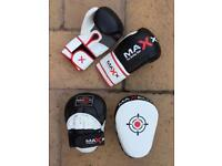 Boxing hook and jab pads and 14oz men's gloves