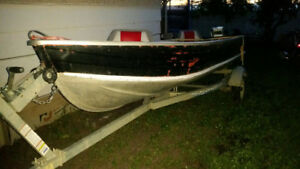 14 foot aluminum boat with 15hp Evinrude to steal