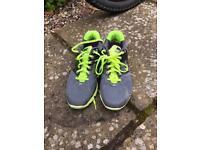 Size 6 unisex Nike trainers