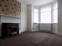 Large 4 Bed House in Bury Park - Close To Town Centre and Denbigh High School - Available Now NO DSS