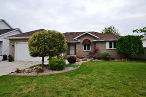 176 NOTRE DAME, BELLE RIVER ***OPEN HOUSE*** SUN. JUL. 23 2-4PM