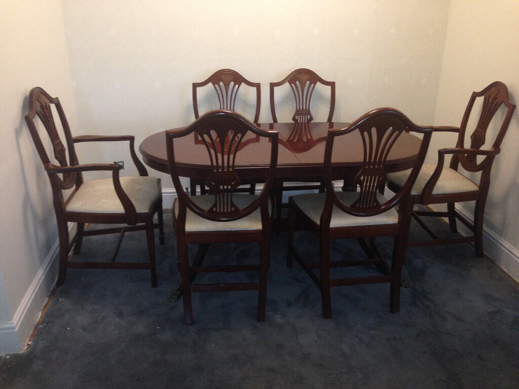 Mahogany veneered dining table and chairs by morris of