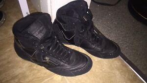 Women's Black shoes NEW - KANGAROOS