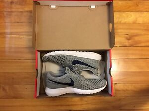 Nike Roshe Run Flyknit Grey/ Gris Size/ Taille 8
