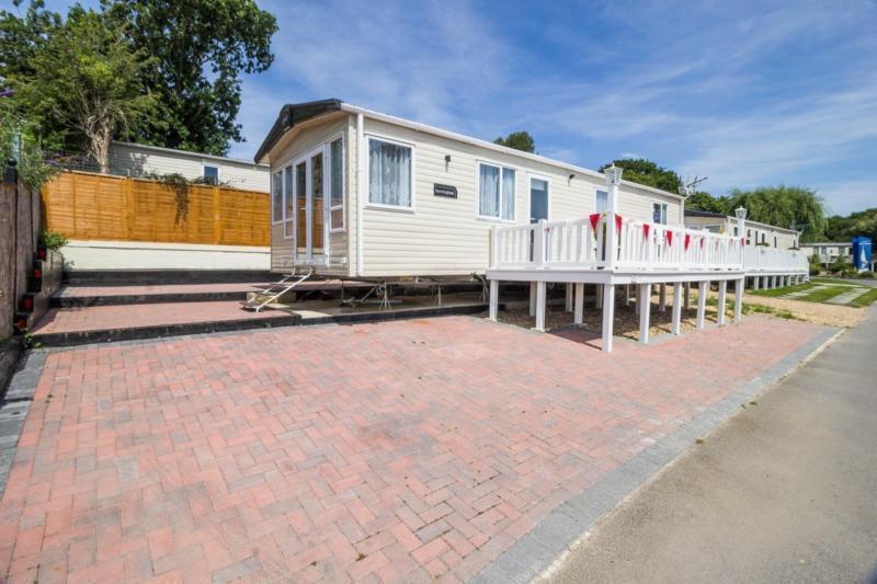 Static Caravan Nr Fareham Hampshire 2 Bedrooms 6 Berth ABI Sunningdale 2017