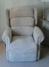 Reclining chair fully motorised by Primacare
