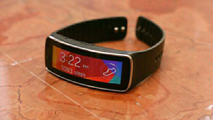 100$ SAMSUNG GEAR FIT WATCH FOR SALE PERFECT CONDITION!