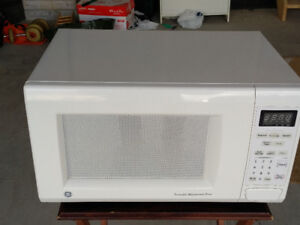 GE Microwave Oven 1.1 Cu ft 1100 Watts