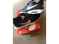 Size 10 Nike air max TAVAS £50 ONO