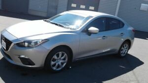 2014 Mazda Mazda3 GX-SKY only 27000 KM  like new...