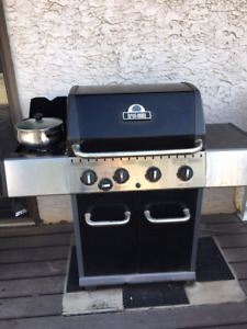 1 year old BBQ - natural gas - for sale