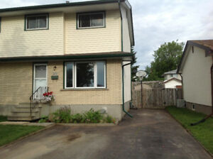 Beautiful 3bd Northward Semi/Great Location!