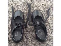 Kids size 7 black tap shoes