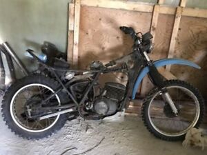 YAMAHA DIRT BIKE W TIRES NEEDS A LITTLE BIT OF WORK $350 OBO