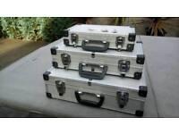 Set of 3 aluminium cases with keys