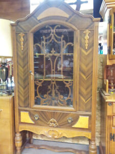 Vintage China Cabinet Exccelent Condition