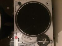 2x Gemini PT-2100 Turntables with Slipmates, cables: with free records